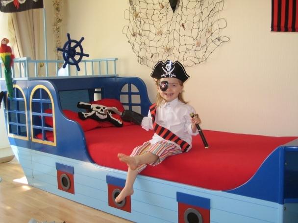 piratenbett kinderbett piratenschiff piratenschiffbett. Black Bedroom Furniture Sets. Home Design Ideas