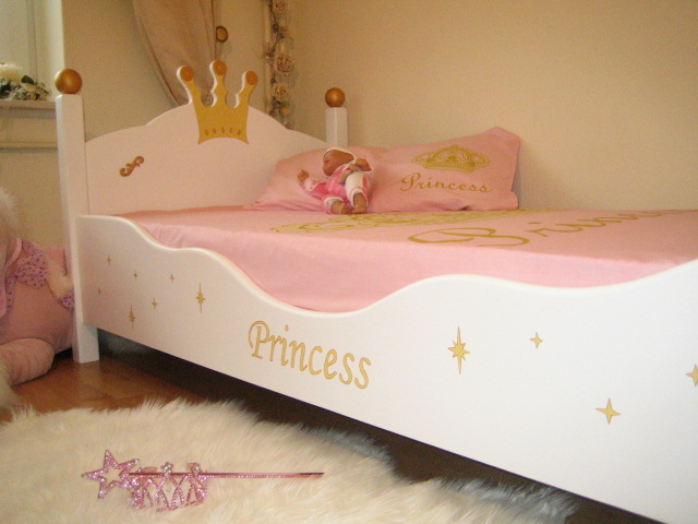 princess bett kinderbett f r eine prinzessin 90x200. Black Bedroom Furniture Sets. Home Design Ideas
