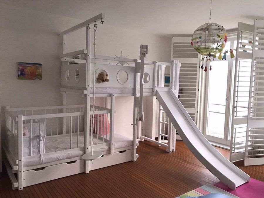 Etagenbett Seitlich Versetzt : Hochbett weiß seitlich versetzt mit babybett oli niki