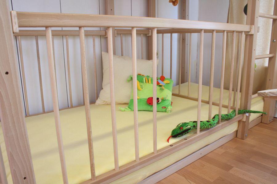 etagenbett mit babybett bei oli niki online bestellen. Black Bedroom Furniture Sets. Home Design Ideas