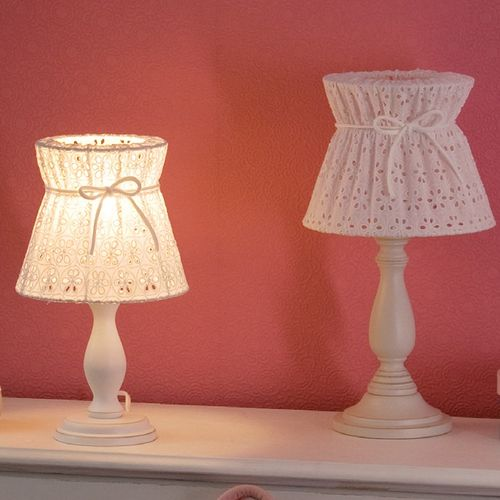 tischlampe wei spitze bei oli niki bestellen. Black Bedroom Furniture Sets. Home Design Ideas